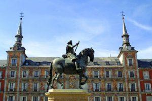 Plaza Mayor in Madrid tijdens een familiereis Spanje